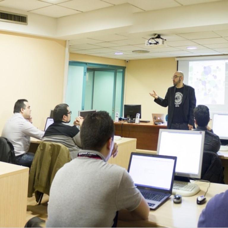 Cinop lees meer over het hulpmiddel bij ontwikkeling van hybride leeromgevingen